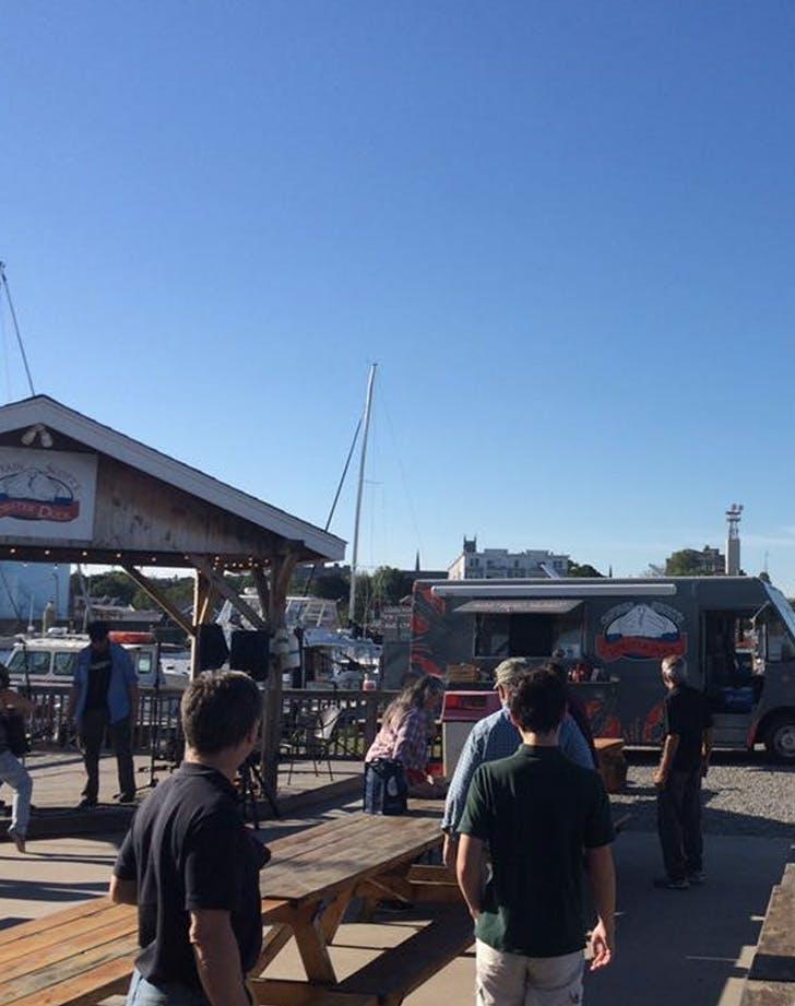 captain scotts lobster dock connecticut dog friendly bar