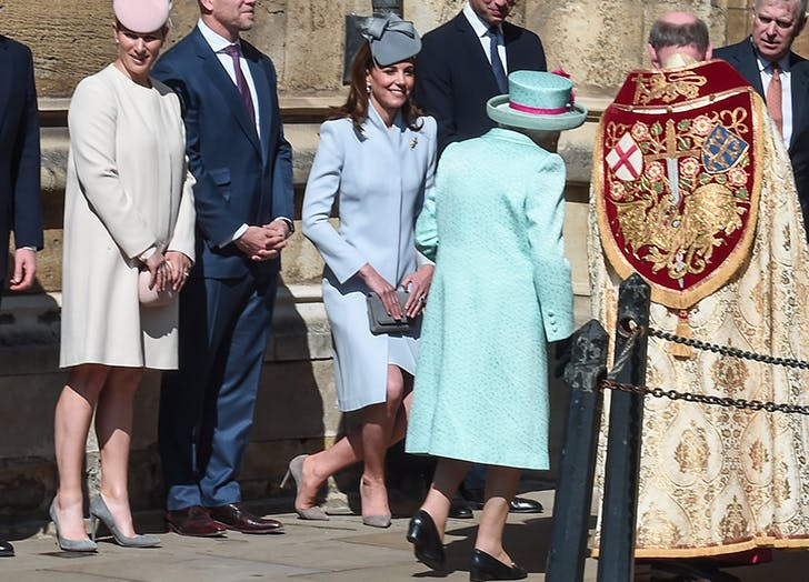 kate middleton curtsies to queen elizabeth