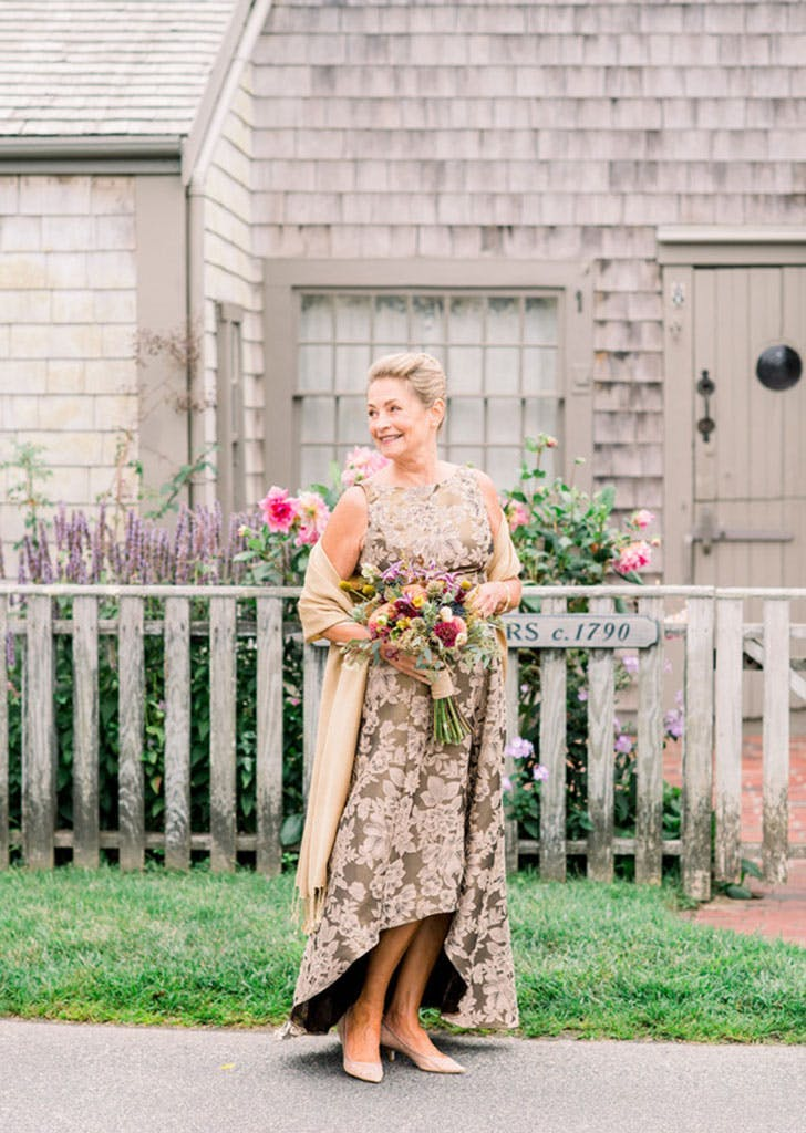 Want to Look Like a Million Bucks In Your Wedding Pics? Master *This* Pose