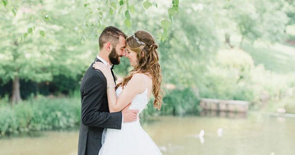 8 Genius Tips for Looking and Feeling Great in Wedding Pictures from the Photographers Who Take Them
