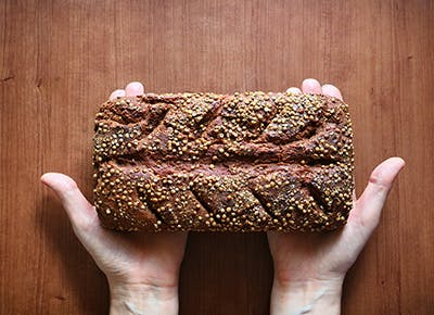 Loaf of bread with coriander seeds 400