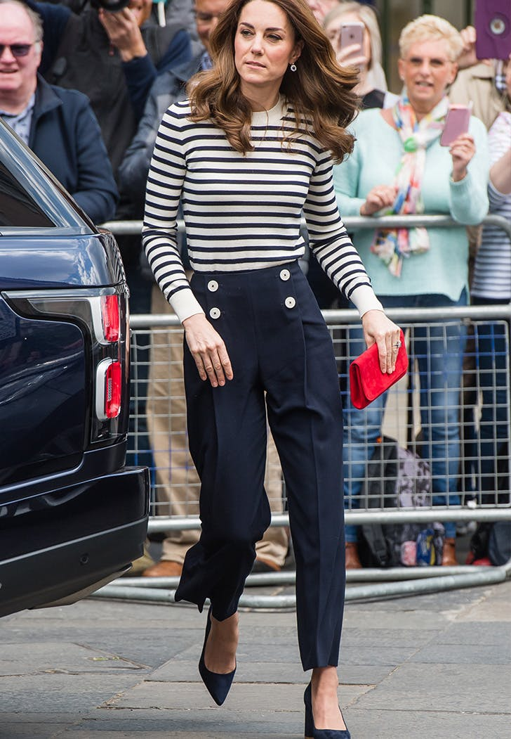 kate middleton wearing stripes at the kings cup regatta