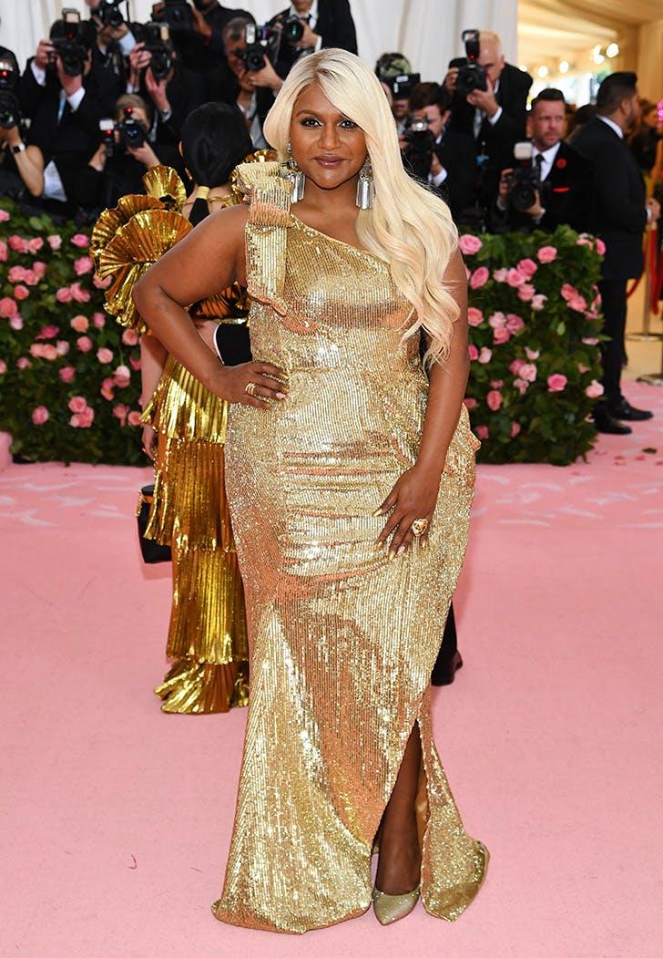 mindy kaling platinum blonde at met gala