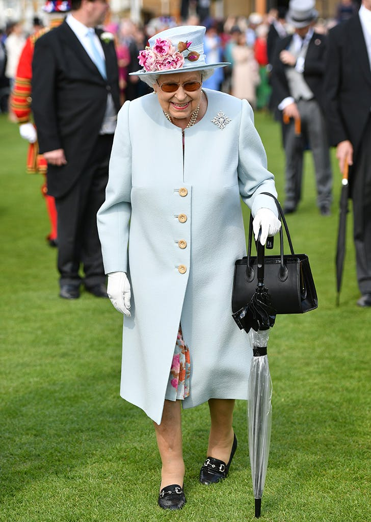 queen elizabeth in blue