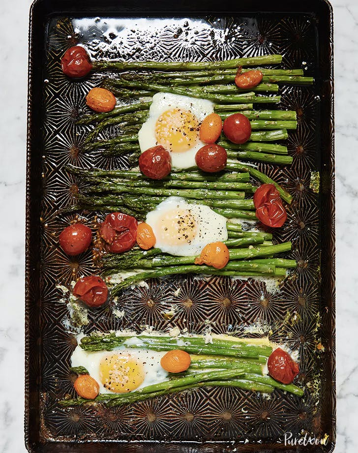 one pan eggs with asparagus and tomatoes