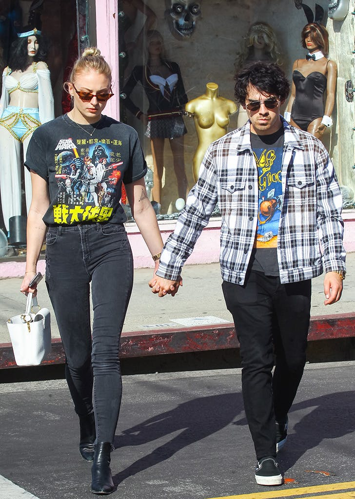 sophie turner wearing a graphic tee and skinny jeans
