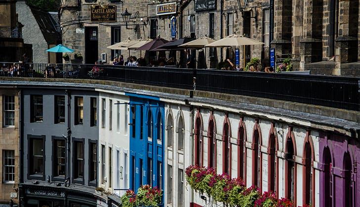 Victoria Street in Edinburgh s Old Town