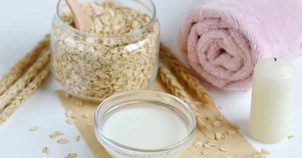 Why You Need an Oatmeal Scrub in Your Life (Plus, How to Make One Easily at Home)