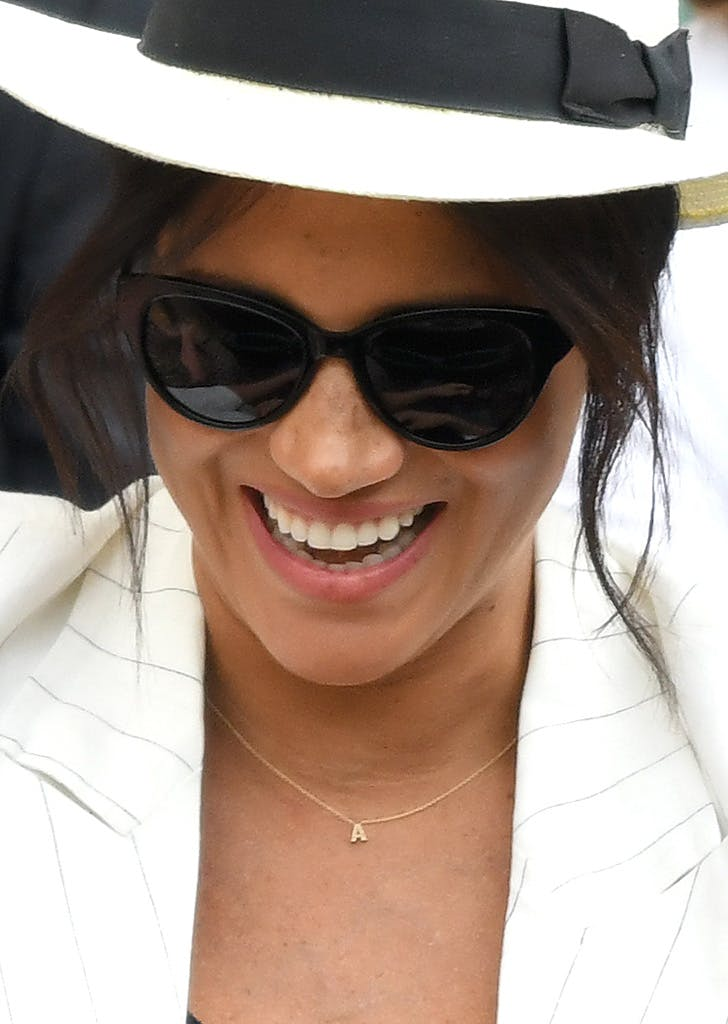 meghan markle a necklace