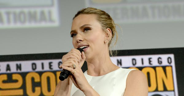 Everything We Know About Scarlett Johansson's 11-Carat (!!) Engagement Ring