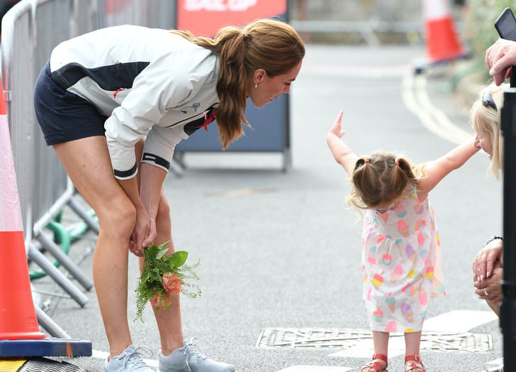 Kate Middleton watches little girl bow