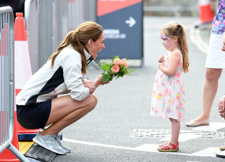 Kate middleton chats with little girl1