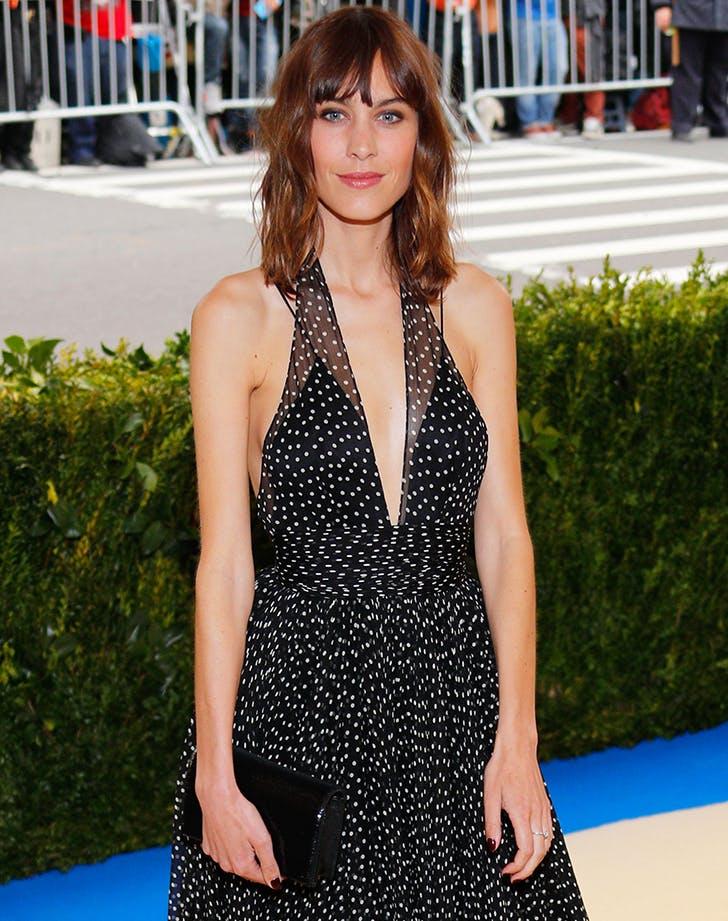 Most Flattering Haircuts for Oval Faces Alexa Chung