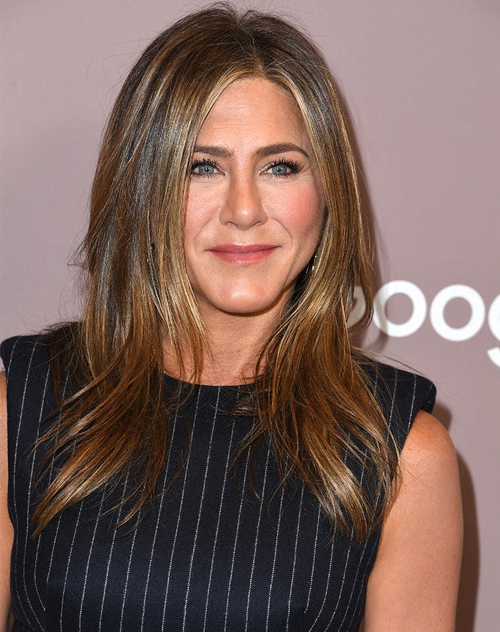Most Flattering Haircuts for Oval Faces Jennifer Aniston