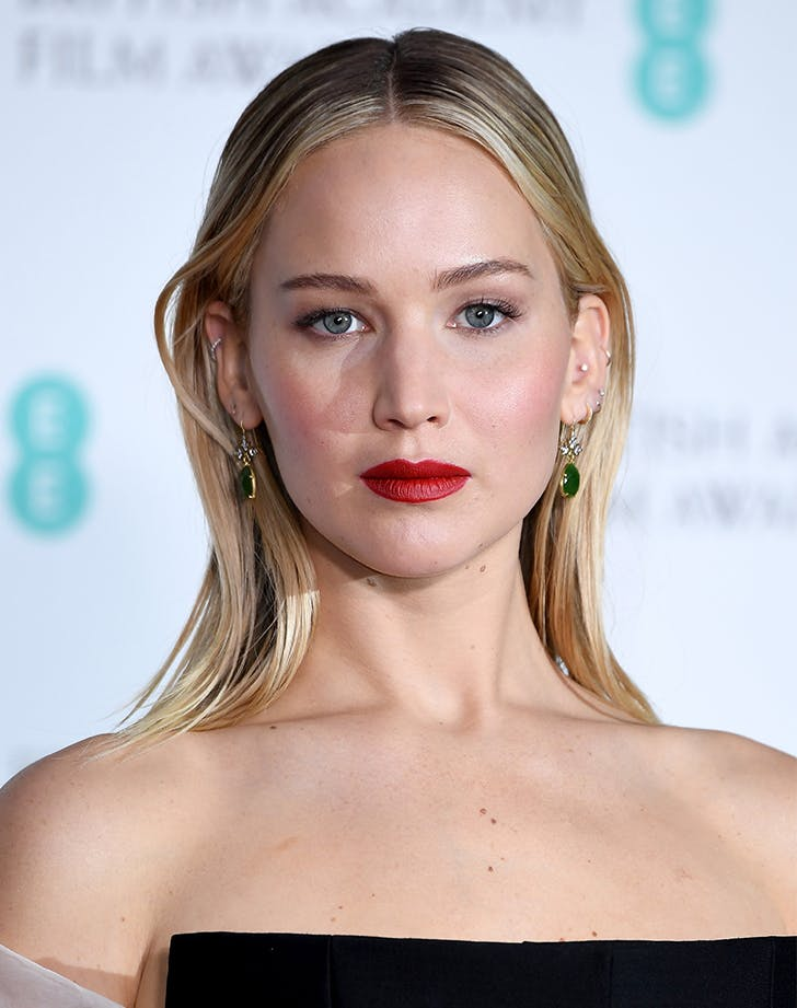 Most Flattering Haircuts for Oval Faces Jennifer Lawrence