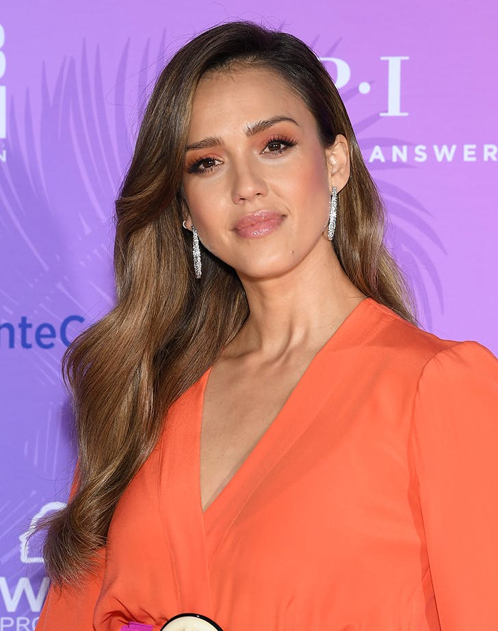 Most Flattering Haircuts for Oval Faces Jessica Alba