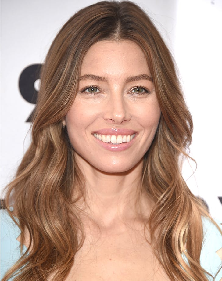 Most Flattering Haircuts for Oval Faces Jessica Biel