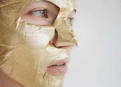 gold face mask 1190x756