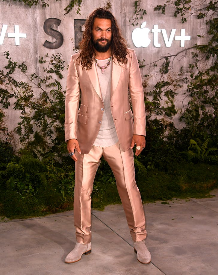 jason momoa rose gold suit