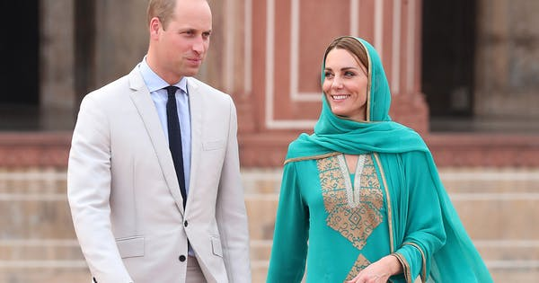 Prince William Kate Middleton's Plane Forced to Make Emergency Landing—but Kate Is Still All Smiles
