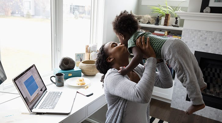 5 Things to Know Before Becoming a Stay-at-Home Mom (According to the Experts)