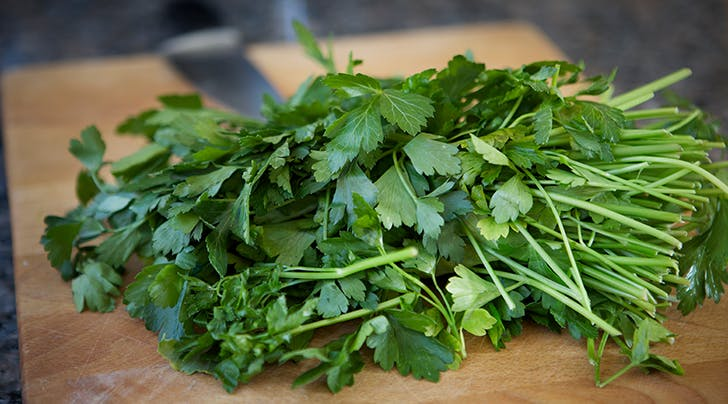 How to Store Parsley So That It Doesn't Get All Gross in Your Fridge