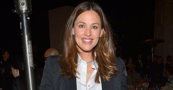 Jennifer Garner Shares Relatable Post About Getting Her Daughter to the School Bus