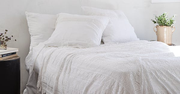21 Minimalist Bedroom Ideas That Feel Cozy And Serene Purewow
