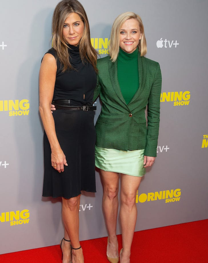 reese witherspoon green outfit and jennifer aniston
