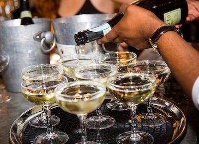 top wine prosecco pour
