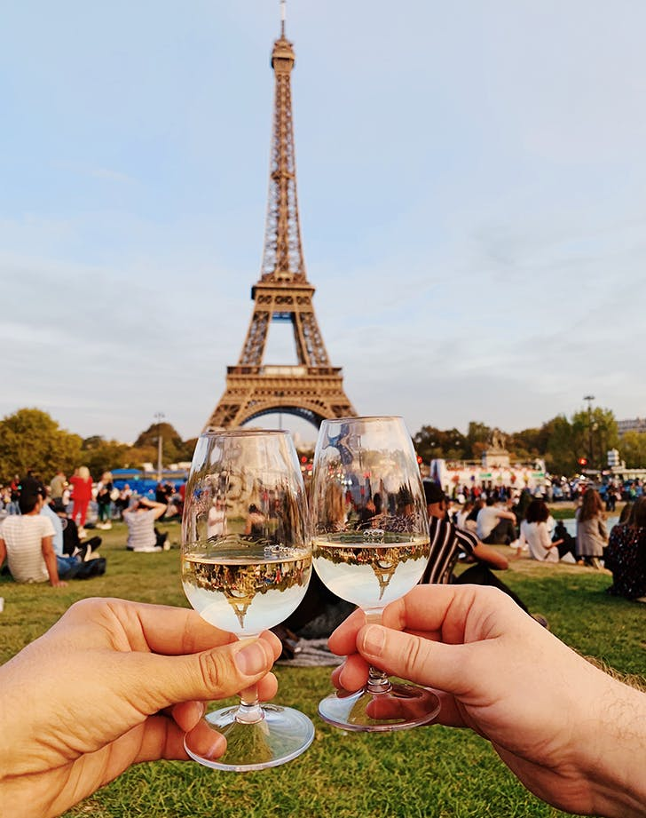 1 drinking wine in front of the eiffel tower