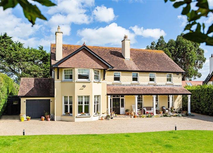 Saoirse Ronan country home exterior