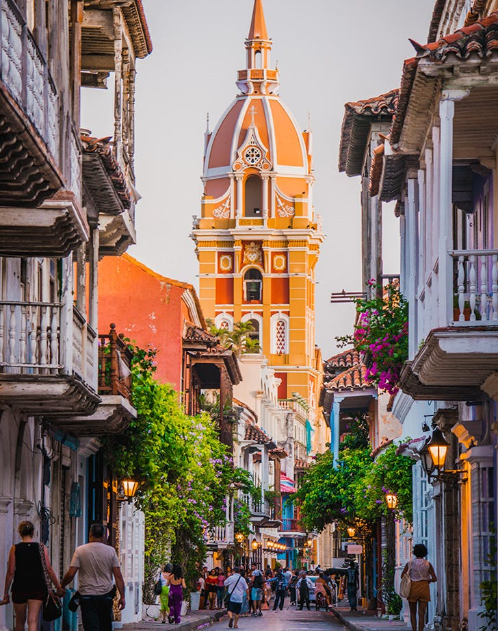warm places to visit in january colombia