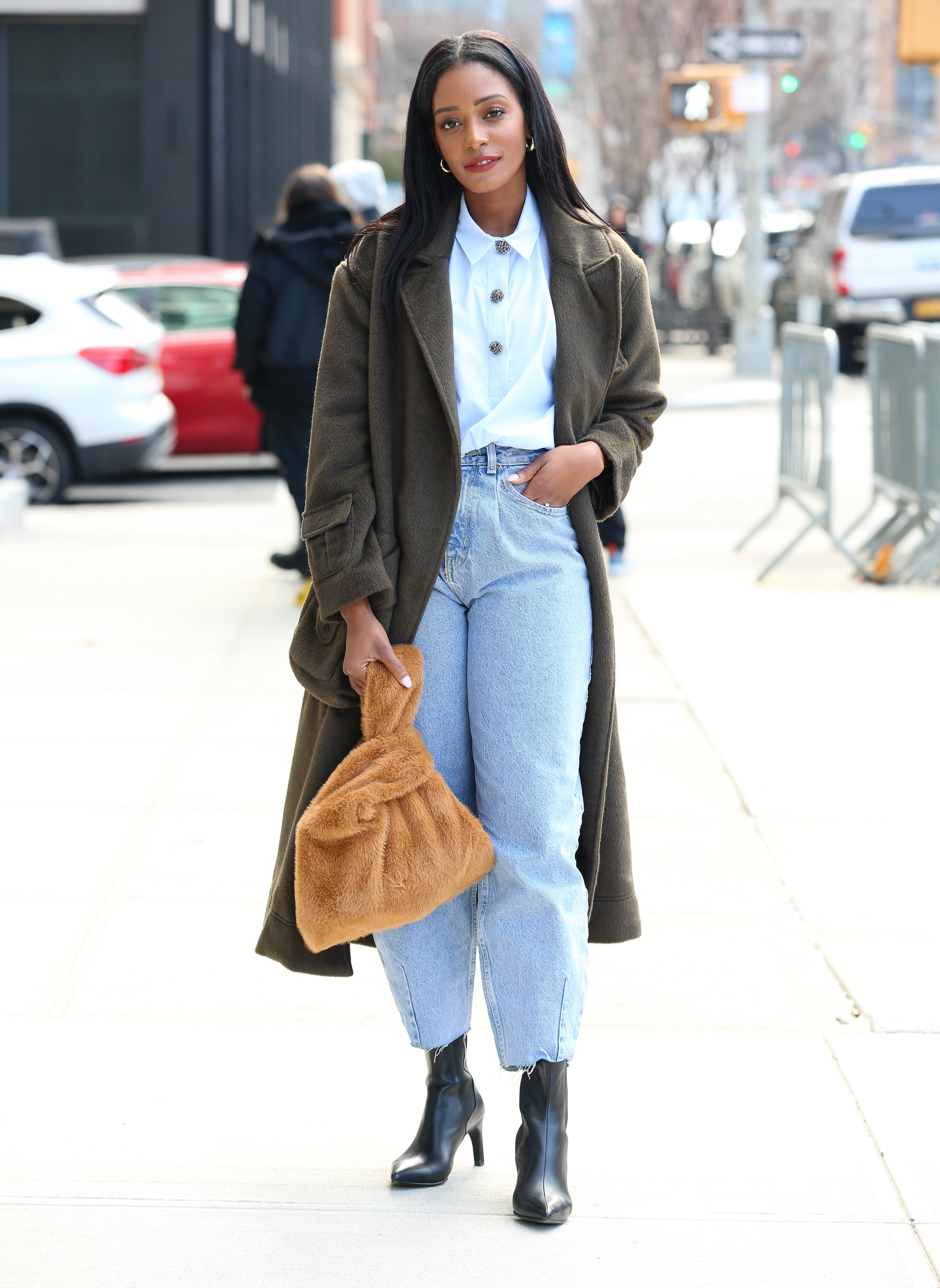 casual work outfits jeans and easy blouse
