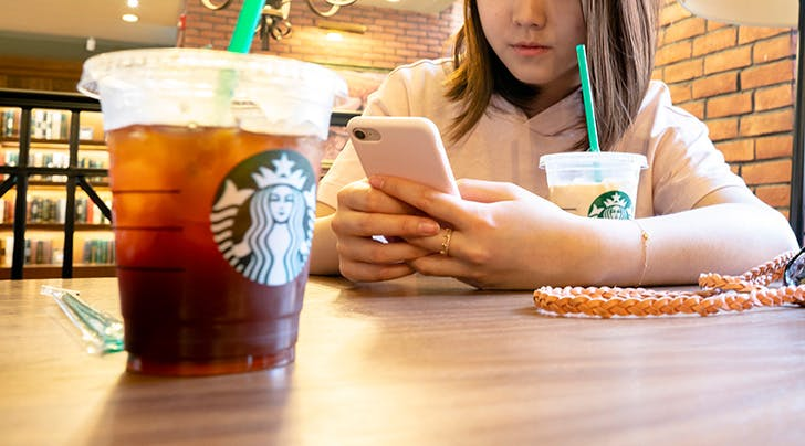 These Are the Healthiest Drinks & Snacks at Starbucks, According to Nutritionists