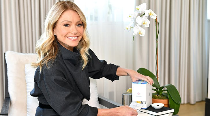 Kelly Ripa's Family Group Texts Are Surprisingly Relatable