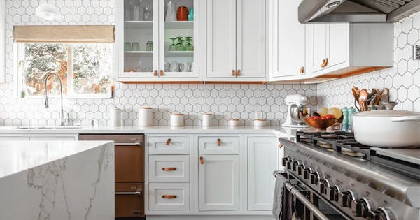 Your Ultimate Kitchen Cleaning Checklist (That Can Be Conquered in Less Than 2 Hours)