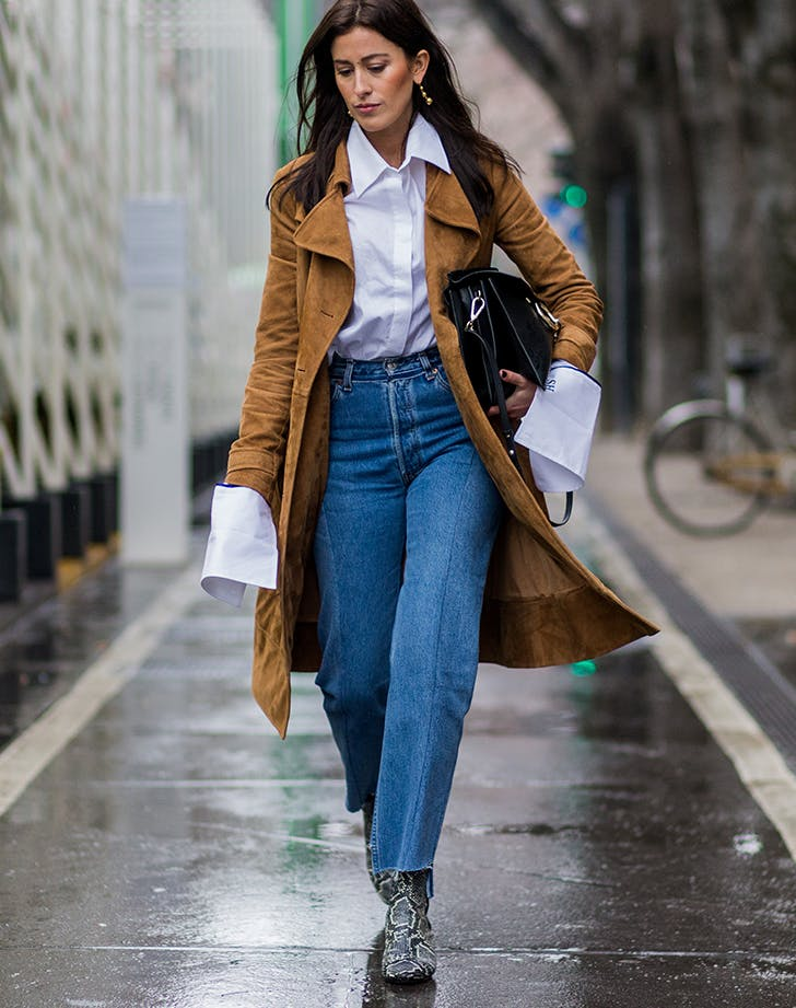 mom jeans outfits with a long jacket