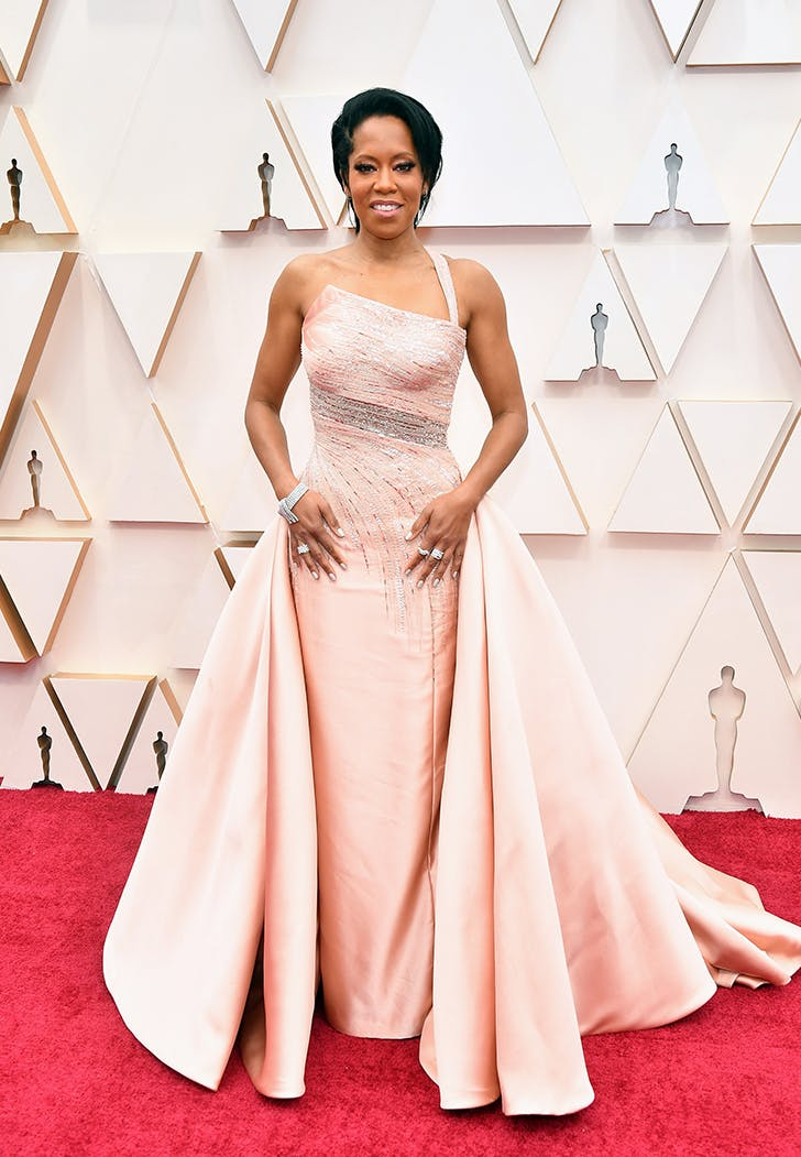 Oscars 2020 Regina King Shows Off Arms On The Red Carpet Purewow