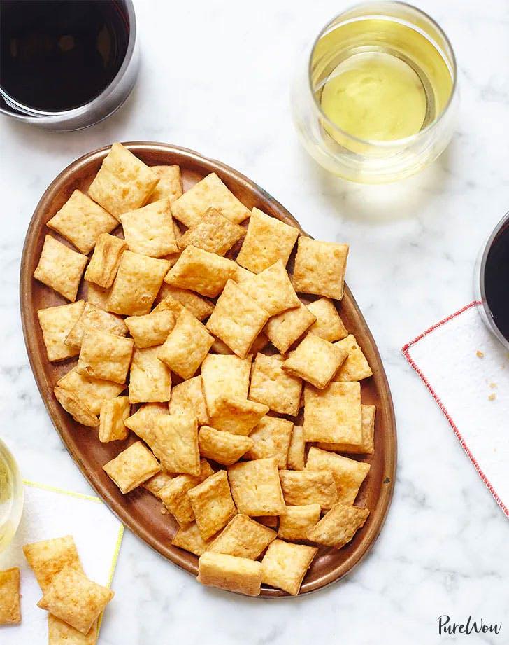 easy snacks to make homemade cheese crackers