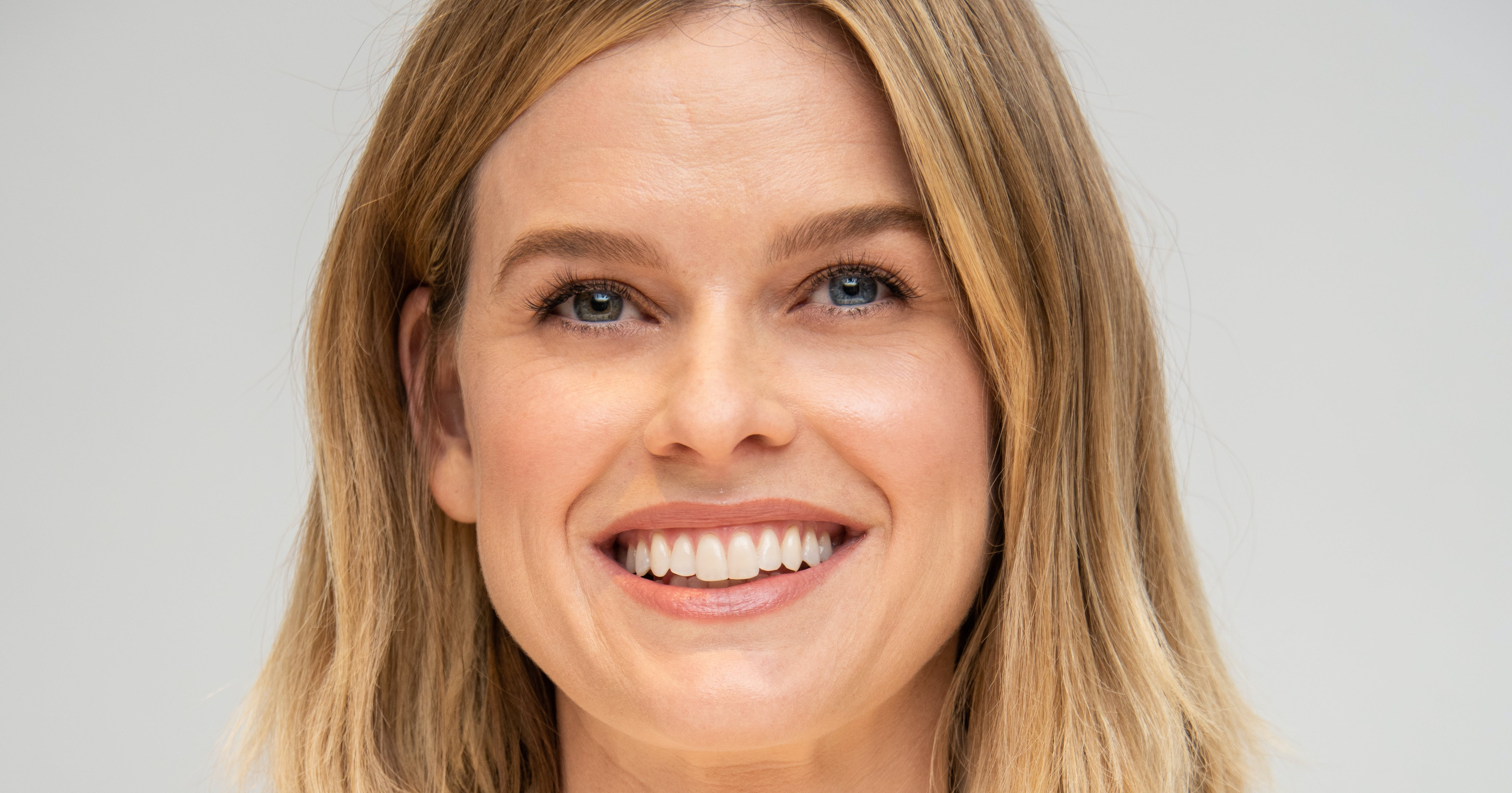Alice Eve Reveals What It's Like Working with the Creator of 'Downton Abbey' ( Which 'Cheer' Star She Most Relates To)