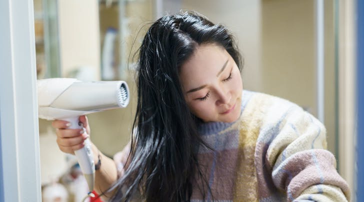Heres What Happens When You Stop Heat Styling Your Hair, According to a Hairstylist