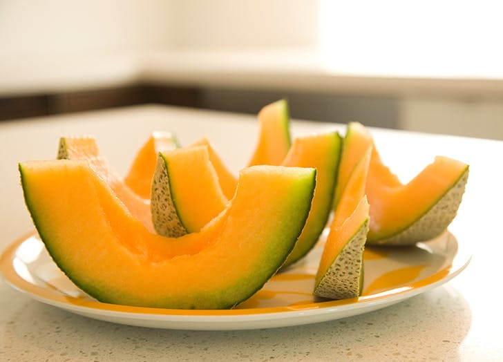 How To Pick A Cantaloupe That S Sweet And Ready To Eat Purewow Cantaloupe is a type of melon belonging to the cucurbitaceae family which also includes fruits and vegetables like is cantaloupe good for you? how to pick a cantaloupe that s sweet