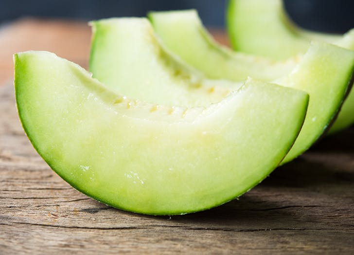 How To Tell If Honeydew Is Ripe Purewow A perfectly ripe cantaloupe will have a floral, fresh cantaloupe aroma, whereas an unripe if you deliberately buy a cantaloupe that's not yet fully ripe, it can be stored at room temperature for a few. how to tell if honeydew is ripe purewow