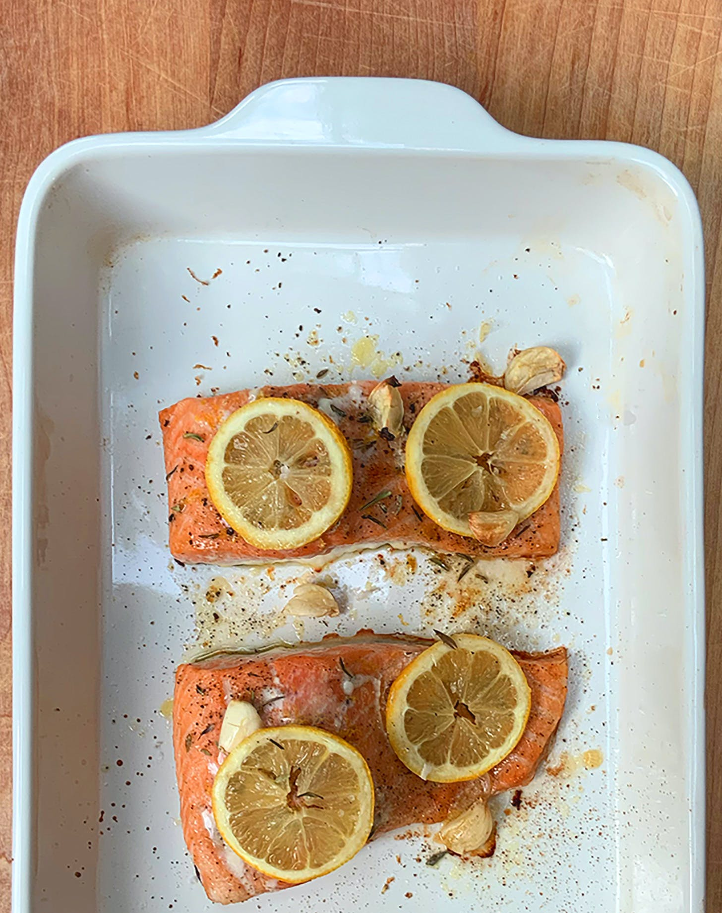 Lemon Salmon with Garlic and Thyme
