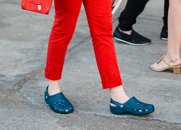woman wearing navy blue crocs
