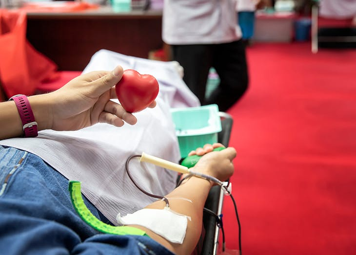 how to give blood safely 728x524