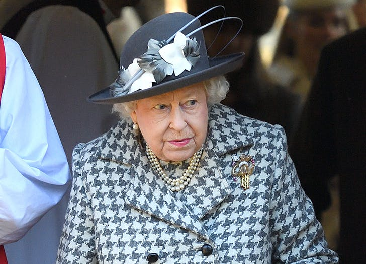 Queen Elizabeth Apparently Has a Secret Button Her Staff Presses When She's Ready for Her Next Course of Food