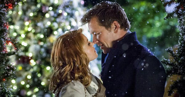35 Romantic Christmas Movies to Get You in the Holiday Spirit (And Give You All the Feels)