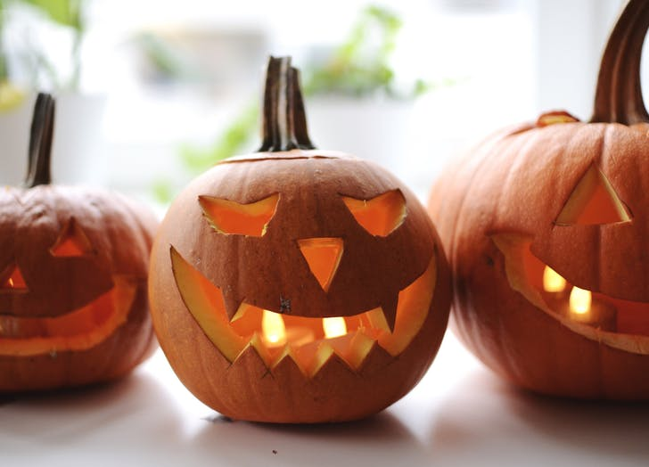 halloween in los angeles jack o lanterns 728x524